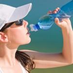 Beber agua suficiente es bueno para la belleza