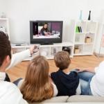 ver la televisión con niños